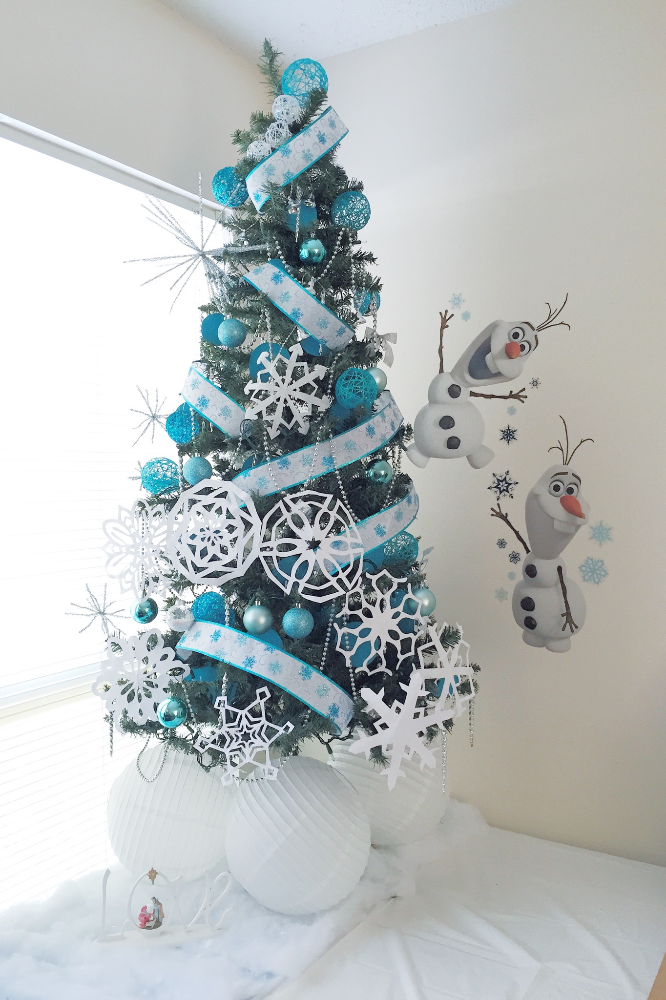 Christmas Theme 3: Frozen – Silver Lining Mama
